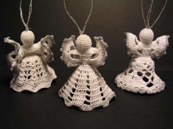 У неё всё в доме было сплошное творчество. кроме колокольчиков можно и ангелов связать.